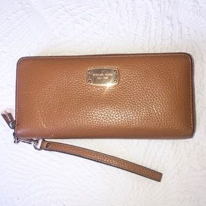 AUTHENTIC Michael Kors Wallet/Wristlet